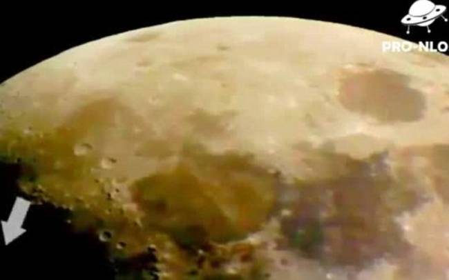 Βίντεο: Η σκοτεινή πλευρά του φεγγαριού κρύβει UFO!!!