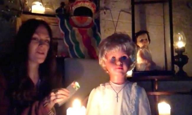 Στοιχειωμένη κούκλα βασανίζει όσους την κοιτούν στα μάτια! (video)